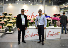 Naren and Ravi Patel of Subati Flowers presenting their Kenyan roses. Russia is a big market them and they are active on it for several years now. Unfortunately, transport regulations from Kenya have changed, which is disadvantages for this rose farm. Patel tells us that the freight is now based on volume weight instead of kilo weight.