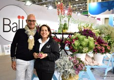Lourdes Reyes of BallSB and designer Pieter Landman. According to Lourdes, the Dianthus Sweet, cales and delphiniums are the most demanded by Russian growers. And unlike four years ago, when she mainly presented the flowers to the Russian importers and florists, she now increasingly receives interest from Russian growers.