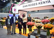 The team of Sian Roses presenting a newly branded sleeve. More on this later in FloralDaily.