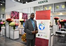 Nicholas Ambonya of Magana Flowers is exhibiting at the FlowersExpo for the first time and they were Flying the Kenyan Flag. They already have some clients in Kenya, but want to expand in this country. And they are expanding in general, also their greenhouse acreage. More on this later in FloralDaily.