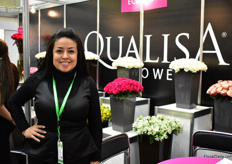 Doris Guerra of Qualisa. They grow roses and alstroemerias in Equador and export around 40 percent of their production volume to Russia and they are eager to expand in this market. For the first time this, they are presenting their alstroemerias to their Russian customes and according to Guerra, the reactions are very positive.