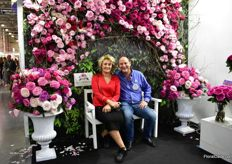 Joey Azout of Alexandra Farms with Designer Marina in the middle of the decoratino made by Moscow Flower School. It is made of garden roses only and the following varieties of Alexandra Farms were used: Pink Ohar, Constance, Capability, Yves Piaget and Pink Piano.