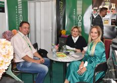 Here we got Eduard Kremer and Anastasiya Zyatkova from Oasis having a chat with a visitor.