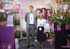 This is Aardse Orchids. And we see Walter Gerretzen and Polina Efimova standing next to the Orchid art piece of Aarsdse Orchids.