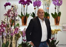 Here we got Mischa Groothuizen from Levoplant showing his orchids.
