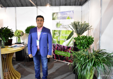 Julian Perez of Foliage in Ilusion grows foliage in the coffee region of Colombia. Their main product is liriope and lily grass and they are getting into the market with bouquets.