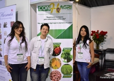 The team of ConHagri, a service supplier to Ecuadorian farms.
