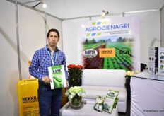 Juan Carlos Mino Bucheli of Agrocienagri presenting one of its new nutrition products; Disper.