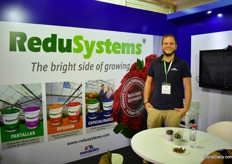 Yosef Gilles of Mardenkro, promoting the Reduflex Blue, especially for roses.