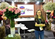 Paola Mejia of Uma Flowers next to their new product Mayras. This Ecuadorian broker works with many farms in Ecuador and Colombia. More information about their new products like Mayras later in FloralDaily.