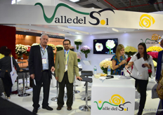 Pedro Miguel Samper and Francisco Atera of Valle del Sol. For over 20 years, this company is growing roses. Currently, they have 12ha in production (and counting) and are selling to over 20 countries all over the world.
