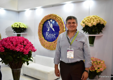 Carlos Aguirre Moreno of Rose Success. For over 20 year, they are growin roses in the Cotopaxi area. Currently, the greenhouse is 9ha. US is a steady market for them and they are looking for new countries to export to.