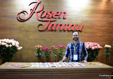 Sebastian Donoso of the German breeding company Rosen Tantau. Every year, they send about 500 crosses to Ecuador to test. After four years of testing, maybe three varieties will remain. A good variety is love at first sight. Take Freedom for example, says Donoso.