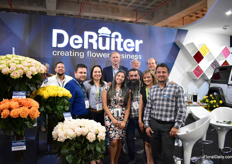 The team of De Ruiter with Gerrit van der Deijl of Van der Deijl Roses in the back (a grower of De Ruiter). At the Expo Flor Ecuador, De Ruiter presented the 4x4 varieties again with a 4x4 car, their garden type roses line X-pression and much more.