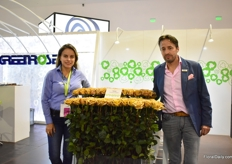 Susana Sandoval and Jose Javier Pallare of Greenrose presenting the rose varietuy Toffee. This is a special variety that is only grown by 5 farms in Ecuador.