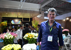 Jaap van Staaveren of UFO Supplies at the booth of Rodel Flowers, their agent in Ecuador.