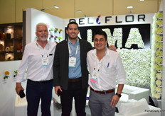 Manuel Marn of Deliflor, David Jaramillo of Bioflora and Juan David Lecuona of Deliflor presenting their Alma chrysanthemum that won the 'Best in show' at the SAF Outstanding Varieties competition.