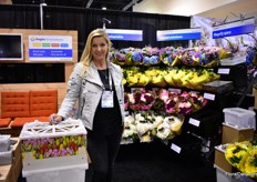 Loes van der Toolen of Pagter Innovations. This Dutch company introduced the Procona containers in the USA, which enabled the West coast growers to ship their flowers to the East coast in good condition. Over the last years, Pagter started to focus on the retail as well and introduced the flower displays for Procona containers. It is easy to set up and very flexible. With more or less flowers, the display always looks filled. Next to flowers, the display is also suitable for potted plants.According the reactions from the US retailers so far are very positive and some are already using it.