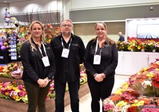 Kim MacDonald, Dimitry rlov and Mandy Duyvenstyn of Hollandia greenhouses. They are 3rd generation gerbera growers and one of the largest gerbera growers of NOrth-West Canada and US. They are based in BC, Canada and grow gerberas in over 12 acres of greenhouses. They just started a new bouquet line and are building another greenhouse. More on this later in FloralDaily.