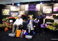 Cok van Hoekelen and John O'Regan of O'Regan Daffodils enjoying a great foot massage at Gardens America and are accompanied by Renee Hesselback of Garden America.