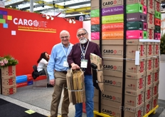 John Kowarsky and Amnon Zamir of Cargolite™ at the IFTF 2018 in Vijfhuizen, the Netherlands. Zamir is holding two 400 stem boxes. In his right hand ; a regular box , and in his left hand a folded Cargolite box reflecting the amount of  packing material used in each box.  It shows that, due to the Cargolite system there is less waste of boxes.