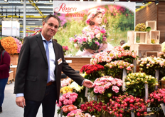 Klaus Wolf of Rosen Tantau presenting the Outdoor varieties, a highlight at every year's IFTF. The varieties on display are grown in the western part of Germanyand many of them are sold on the Herongen auction. According to Wolf, these outdoor roses attracted the attention of many visitors at the show.