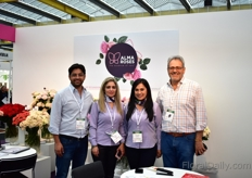 The team of Alma Roses are presenting their new logo this year. This Ecuadorian farmis one of the biggest producers of spray roses in Ecuador and are introducing a new line of varieties.