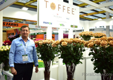 Esteban Chiriboga of Ecoroses, an Ecuadorian rose grower, presenting Toffee. This variety of Brown Breeding is exclusively being grown by five farms in Ecuador. Three of these five growers are sharing the booth, namely Ecoroses, Hoja Verde and Greenrose.