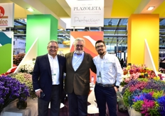 Camilo Bazzani, Francisco Bazzani and Pablo Bazzani of La Plazoleta. Pablo notices that the US holidays are 'arriving' in China and Russia, since last year. Accordingly he sees the demand regarding the colors of flowers changing.