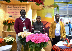 Christopher Kulei, Evans Chesren and Harun Koimur of Sian Roses. This Kenyan rose farm is one of the biggest spray rose growers in the world. They grow spray roses on 45 ha. They recently started to grow the Flow series of Dutch breeder Interplant.