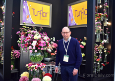 Mauricio Briceño of Turflor in the colorful booth full of Colombian carnation. They are currently expanding their farm by 20 ha and are expected to have it finished by the end of 2018. Then, the total acreage will be 55ha.