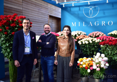 The brothers Mauricio and Radolfo Danies and Liliana of El Milagro. Plenty of things have changed at this Colombian rose grower over the last year. Next to refreshing their brand, they became exclusive supplier of Explorer in Colombia and they started growing ranunculus.