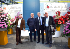 From left to right: Mauricio Jimenez (Colombia), Pietro Scognamiglio (Italy) and Gianfranco Fenoglio of La Villetta with Gijs van Leeuwen of West Select Carnation Breeding, who was visiting the show.