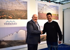 Jacques Maes of Vermako shaking hands with potted plant grower Geert van Geest of LVG Plants. Together with Vermako LVG Plants will expand 5 ha in South Africa, but not for the cultivation of potted plants. More on this later in FloralDaily.