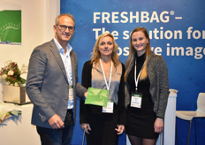 Andreas & Ruth Schulter with their employe Sarah Okle. They presented their improved Freshbag to keep the flowers fresh while being transported.