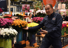 Yes ladies and gentlemen this is Kees Hoogenboom from HSI showing us some beautiful chrysanthemums.