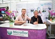 Kirsten van Linden of Microflor and Arturo Cardenas of the Mexican Green Guide, who arranged this pavilion.