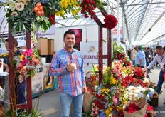 Jorge Bernal Isojo of Azteca Floral. Villa Guerrero, Jalisco, is the main area he grows his flowers. He sells them nationally, but also exports to the USA.