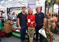 Part of the team of Grupo Iasa presenting their floral packaging products (Perfect Pack).
