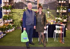 Piet Segers and Loes Beelen of IAA 'International Airfreight Assosiates' visiting the booth of Van den Bos Flowerbulbs.