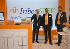 Kester Slaats, Kees v. Veldhuijzen and Michiel v. Bennekom of Iribov SBW informing every visitor who was interested in their service laboratory