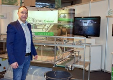 Frank Warnaar with Total Systems and the miniature TopLoader.