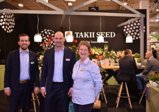 Hylke Kroon, Antoine Groot & Loretta vd Brand presented their award winner - the Begonia Fiona - which won the Fleuroselect Novelty Award 2019.