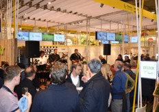 At the end of the first day of the fair, a drink and snack were served at the stand of VLAM while listening to a Belgian band.