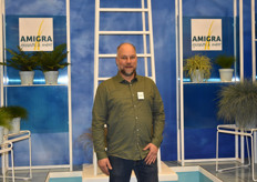 Erik vd Voort's from Amigra was totally in style being in their swimming pool booth, because they are famous for their blue grasses.