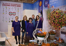 It was a lot of fun at the Fleuroselect stand with Marleen van Balkom from Syngenta and Leon Vrijland from Pan American Seed together with the ladies from Fleuro Select, Sally van der Horst, Ellen Hazenoot and Ann Jennen.