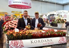 Wilhelm-Alexander Kordes of Kordes Rosen aned Gert Jensen of Rosa Danica presenting 5 new Kordana varieties. Three of the five varieties are red, because red is an important color for pot roses. Danish nursery Rosa Danica will soon put the first new varieties on the market.