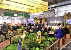 The busy booth of Floragard. This year, this company is celebrating its 100th anniversary.