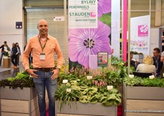 Onno Zonneveld of Virtroflora presenting Pink Revolution, a variety that attract bees.
