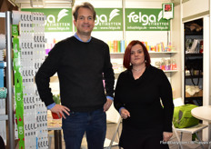 Philip Grimm and Ketty Cancian of Felga Etiketten present their bio labels, made out of mais.